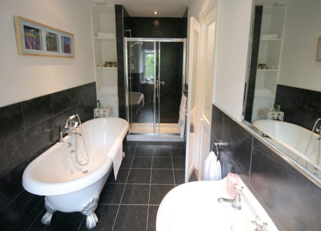 Florence bathroom 1_8266 (Medium)